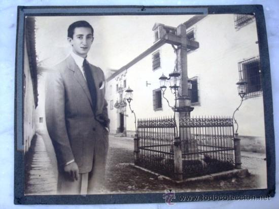 FOTOGRAFIA DE MANOLETE CON EL CRISTO DE LOS FAROLES ( CORDOBA ) ORIGINAL (Fotografía - Artística)