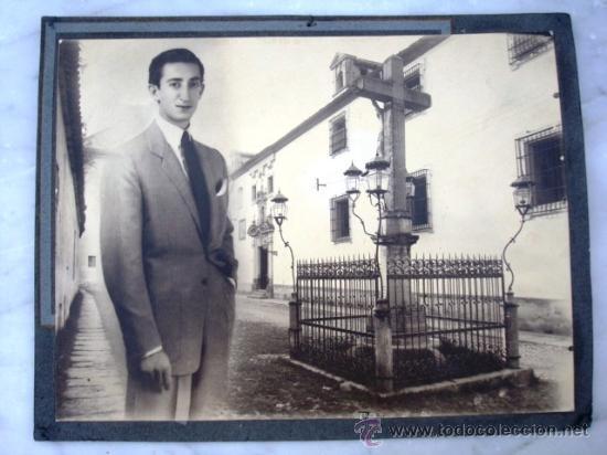 Fotografía antigua: FOTOGRAFIA DE MANOLETE CON EL CRISTO DE LOS FAROLES ( CORDOBA ) ORIGINAL - Foto 2 - 26820317