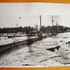 Fotografía antigua: 1957-VALENCIA. INUNDACIONES RIO TURIA. FOTO ORIGINAL. GRANDE 22X18 CM. Lote 26353942