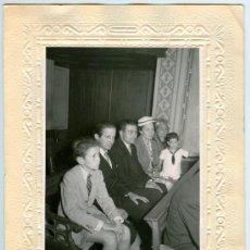 Fotografía antigua: ANTIGUA FOTO FAMILIAR DE COMUNIÓN - FOTÓGRAFO M. COLLINO (BCN). Lote 20901587