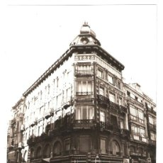 Fotografía antigua: VALENCIA. EDIFICIO MODERNISTA EN LA PLAZA DE LA REINA. AÑOS 60. Lote 26204133