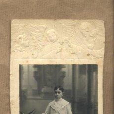 Fotografía antigua: FOTOGRAFIA ANTIGUA PRIMERA COMUNIÓN RECLINATORIO. FOTO E.PUIG.REUS.. Lote 23513574