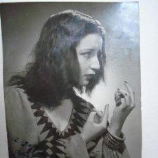 Fotografía antigua: MERCHE ASTILLERO - FOTO ANTIGUA DEDICADA AÑO 1948 , 10 CM X 15 CM. Lote 26507544