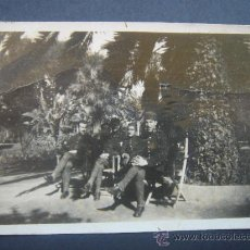 Fotografía antigua: FOTOGRAFÍA COSTUMBRISTA MILITAR -MAYO DE 1923-. GRUPO DE SOLDADOS. DIMENSIONES.- 6,5X4,4 CMS.. Lote 27860448