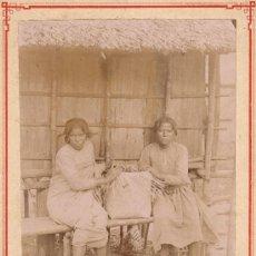 Fotografía antigua: DOS CHICAS NATIVAS * AFRICA MADAGASCAR * ANTIGUA FOTOGRAFIA. Lote 28627357