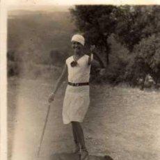 Fotografía antigua: ANTIGUA FOTOGRAFIA - SEÑORITA CON PERRO - MEDIDAS 11 X 8 CM.. Lote 29426195