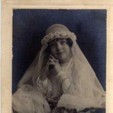 Fotografía antigua: ANTIGUA FOTOGRAFIA SOBRE CARTÓN - NIÑA DE COMUNIÓN - KAULAK - MADRID - MEDIDAS 19 X 12 CM.. Lote 29441880