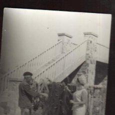 Fotografía antigua: PRECIOSA FOTO DE PESCADOR Y TURISTA ANTIGUA MAS ARTICULOS EN MI TIENDA VISITALA. Lote 29449808