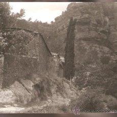 Fotografía antigua: ERMITA DE BRUGUÉS I CASTELL DE L´ARAMPRUNYÀ ANY1950. Lote 30561260