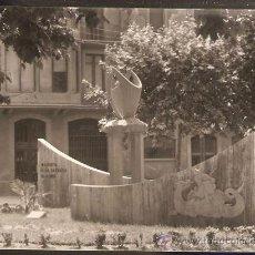 Fotografía antigua: MANRESA. PLAÇA CASA CARITAT. MONUMENT A LA SARDANA. ANY 1964. Lote 30839626