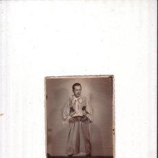 Fotografía antigua: FOTOGRAFIA HOMBRE CON TRAJE TIPICO ENVIO GRATIS. Lote 32028258