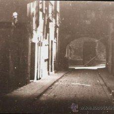 Fotografía antigua: SANTA MARIA DEL MAR. CARRER ARC DELS TAMBURETS. ANY 1955. Lote 32479052
