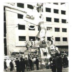 Fotografía antigua: VALENCIA. FALLAS AÑO 1961 POETA QUEROL - BARCAS (FINCA BBVA EN CONSTRUCCION). Lote 32489833