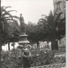 Fotografía antigua: ** G859- FOTOGRAFIA - SEÑORA POSANDO EN BONITO PAISAJE. Lote 32641393