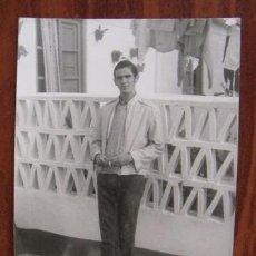 Fotografía antigua: ANTIGUA FOTO DE UN HOMBRE POSANDO. Lote 32779910