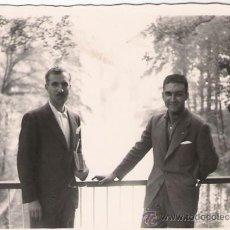 Fotografía antigua: POSANDO EN LA EXPO DE 1958 - 10 X 7 CMS.. Lote 32880540