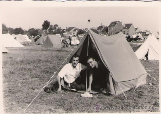 EN LA TIENDA DE CAMPAÑA - BRUSELAS 1958 - 10 X 7 CMS. (Fotografía - Artística)