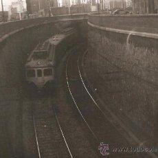 Fotografía antigua: BARCELONA. TREN AL CARRER D´ARAGO. ANY 1960. Lote 33310008
