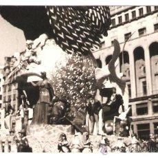 Fotografía antigua: VALENCIA. DETALLE FALLA PLAZA DEL CAUDILLO AÑO 1976. Lote 33473082