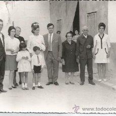 Fotografía antigua: ** AG135 - FOTOGRAFIA - GRUPO FAMILIAR - 1970 - 17,5 X 12 CM.. Lote 34615680