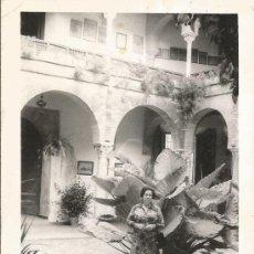 Fotografía antigua: ** D615 - FOTOGRAFIA - SEÑORA POSANDO EN UN BONITO PAISAJE. Lote 34899929