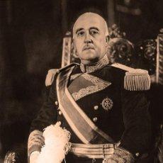 Fotografía antigua: FRANCISCO FRANCO BAHAMONDE. EL CAUDILLO: FOTO RETRATO EN CUADRO DE MADERA 70X50 CM. Lote 139829522