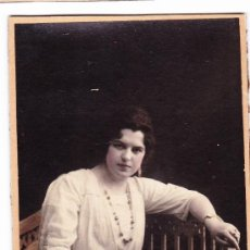 Fotografía antigua: FOTOGRAFIA ANTIGUA-- MUJER SENTADA--AÑOS 20-30 ?. Lote 35860321