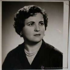Fotografía antigua: FOTOGRAFIA DE LA PINTORA ROSA PALOU RUBÍ (1956) ESTUDIO SALVAT, MALLORCA. Lote 36149307