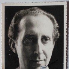 Fotografía antigua: FOTOGRAFÍA-RETRATO ANTIGUA (1949) DEL PINTOR RAFAEL BORRÁS, FIRMADA Y DEDICADA. Lote 36490644