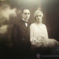 Fotografía antigua: FOTOGRAFIA NUPCIAL. HACIA 1925. MODERN STUDI PELLICER. BARCELONA. FOTO 16,5X22,5 CM; SOPORTE 29X31,5. Lote 37095361