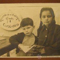 Fotografía antigua: FOTOGRAFIA RECUERDO CCOLEGIO CURSO 1952 - 1953. 9 X 13,5 CM. Lote 38191265