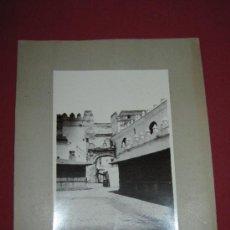 Fotografía antigua: ANTIGUA FOTOGRAFÍA SEVILLA - EL CARTÓN MIDE 25X34 CM - PRINCIPIOS XX - EL POSTIGO DEL ACEITE. Lote 38590998