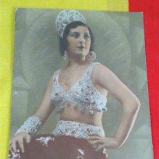 Fotografía antigua: ANTIGUA FOTOGRAFIA COLOREADA DE MUJER EN TRAJE ARTISTICO, SOBRE CARTON DURO MIDE 15,5X20,5 CNTS . Lote 39360201