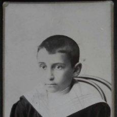 Fotografía antigua: (3995)FOTOGRAFIA 16X10 CM APROX,NIÑO POSANDO,CARTON,M.MARCOAUTU Y CIA,BILBAO,. Lote 39281814
