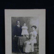 Fotografía antigua: FOTOGRAFÍA FAMILIA CUBANA FOTÓGRAFO COLOMINAS Y CIA HABANA SAN RAFAEL CUBA PPIOS SIGLO XX. Lote 41108054