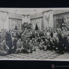 Fotografía antigua: FOTOGRAFÍA BLANCO Y NEGRO FIESTA RECEPCIÓN PALACIO FOTÓGRAFO RICO TETUÁN MADRID 17 X 12 CM. Lote 41110254