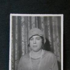 Fotografía antigua: FOTOGRAFÍA RETRATO DE SEÑORA CON SOMBRERO FIELTRO 7 X 5 CM SIN SELLO FOTÓGRAFO . Lote 41377052