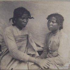 Fotografía antigua: DOS ANTIGUAS FOTOS DE AFRICA S. XIX ¿ MADAGASCAR ? DOS MUJERES. Lote 42006373