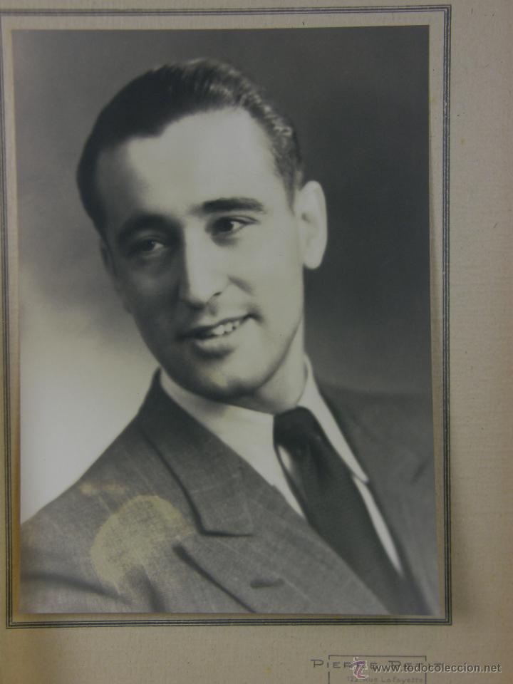 Fotografía antigua: fotografía en estuche estudio 2 fotos caballero hombre traje corbata Pierre petit Paris 17x12,5 cm - Foto 2 - 42958620