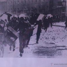 Fotografía antigua: FOTOGRAFÍA ORIGINAL AGENCIA EUROPA PRESS - CHOQUES VIOLENTOS EN LONDONBERRY - 1971. Lote 44013978