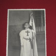 Fotografía antigua: FOTOGRAFIA DE NIÑO CON UNIFORME MILITAR ANTIGUO CRUZ EN EL PECHO - FOTO ESTELA - SEVILLA. Lote 44129198