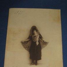 Fotografía antigua: FOTOGRAFIA ANTIGUA ARTISTICA 1920 SEÑORA DE MANTILLA - 17X23 CMS. Lote 44274888