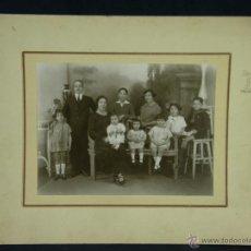 Fotografía antigua: FOTOGRAFÍA BLANCO Y NEGRO RETRATO FAMILIA MATRIMONIO NIÑOS FOTÓGRAFO PORTELA SAN NICOLAS . Lote 44698706