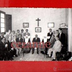 Fotografía antigua: MISLATA VALENCIA GRUPO. AÑOS 50. MONJAS. CONVENTO O AYUNTAMIENTO. GONZÁLEZ.. Lote 44717111