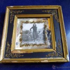 Fotografía antigua: COQUETA FOTO ENMARCADA PASEO PEREDA SANTANDER BICICLETA AÑOS 30 COLECCIÓN. Lote 45091160