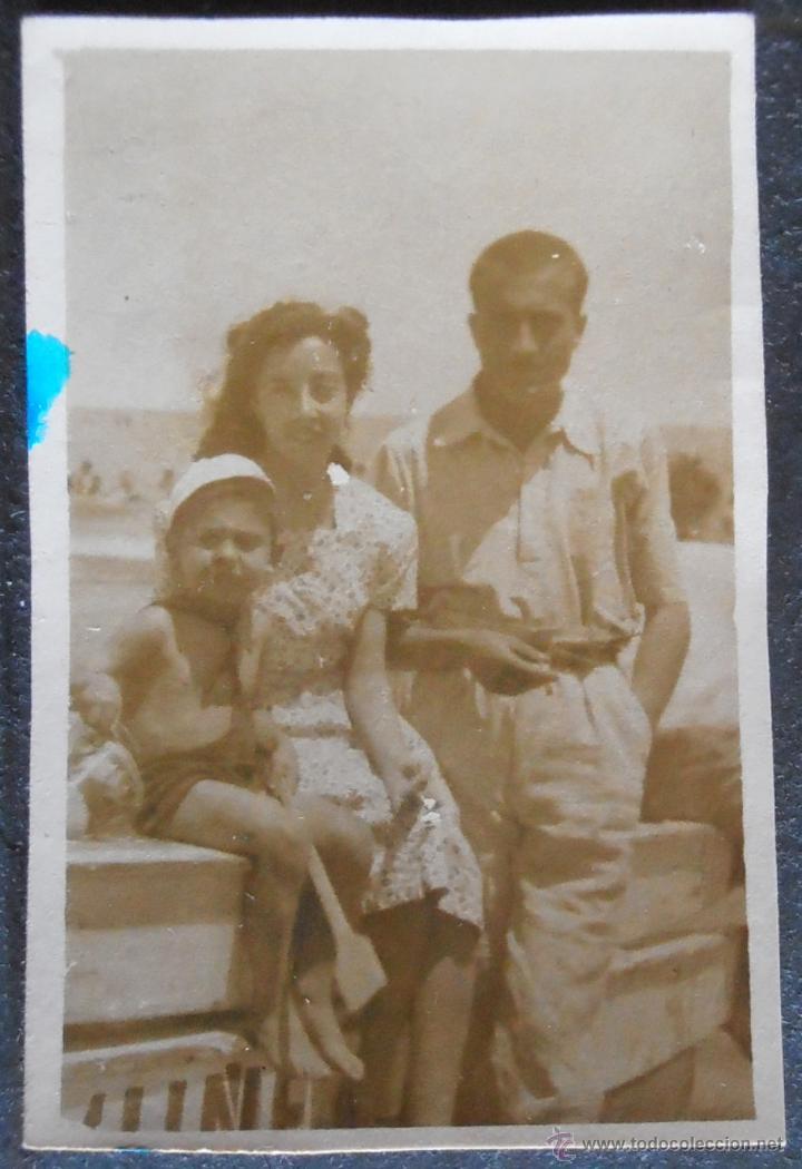 (4817)FOTOGRAFIA 7X4 CM APRO,GRUPO FAMILIAR,PLAYA DE LAS ARENAS,VALENCIA 1946,CONSERVACION,VER FOTOS (Fotografía - Artística)