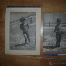 Fotografía antigua: LOTE PLAYA DE ALICANTE ANTIGUAS FOTOS TAMAÑO FOLIO AÑOS 50 JUGANDO Y BAÑANDOSE. Lote 46359876