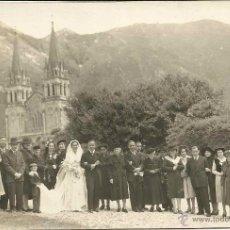 Fotografía antigua: FOTO DE BODA EN COVADONGA,ASTURIAS,AÑOS 40,ORIGINAL,BUEN ESTADO,ES LA DE LA FOTO. Lote 46375338