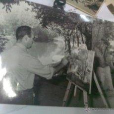 Fotografía antigua: ANTIGUA FOTO PINTOR REALIZANDO CUADRO EN MADRID AÑOS 50 FOTOS MAMEGAM. Lote 46531689