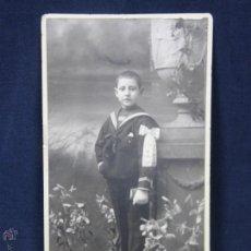 Fotografía antigua: ÑIÑO COMUNIÓN LAZO BRAZO MARINERO COPA CLÁSICA SIN FOTOGRAFO 17,5X8,5CMS. Lote 46666454